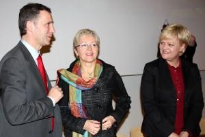 Dei tre partileiarane i den raud-grønne regjeringa la fram nordområdestrategien i Tromsø i dag. Foto: Bent Sønnvisen