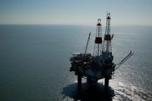 Oljeindustrien, og dei som leverer til den har skapt stor rikdom i landet, men no er det i ferd med å gjere oss til ein for einsidig økonomi. Foto: Tim Thomsen/flickr.com/photos/hotpixelaction/182874330/