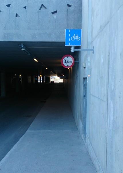 Undergangen under Jekta er skilta for syklistar