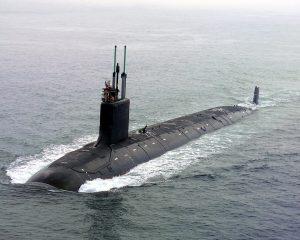 Kanskje er dette ein av ubåtane vi får sjå i Tromsø?  USN Virginia er ein av dei nyare amerikanske atomubåtane frå 2004. Det er ein  ubåt laga for å jakte andre ubåtar og har ikkje atomvåpen om bord. Foto: Wikimedia/U.S. Navy photo by General Dynamics Electric Boat